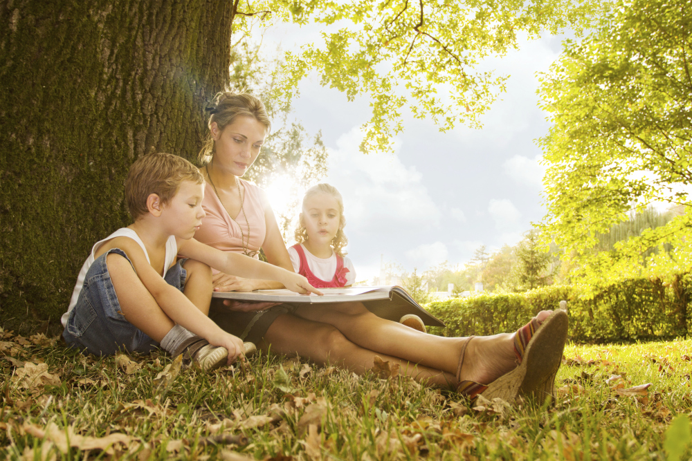 Kelly Jarrell Family Success image of mother reading to children under the tree